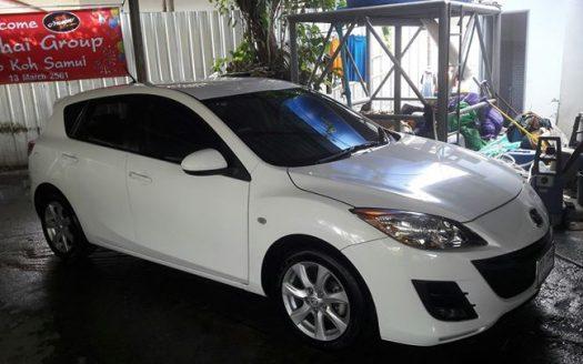 Белая Mazda 3 хэтчбек в аренду на острове Самуи