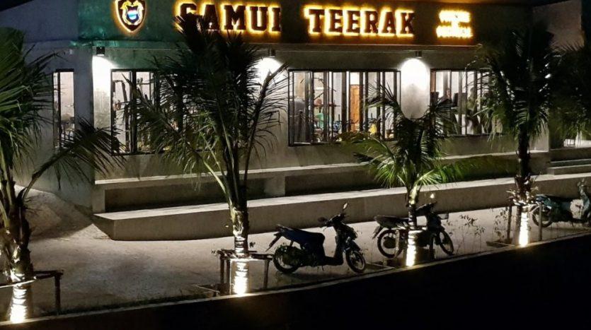 Фото тренажёрного зала Самуи Samui Teerak Gym ночью