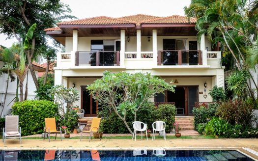 Two-storey townhouse with 2 bedrooms for rent in Samui