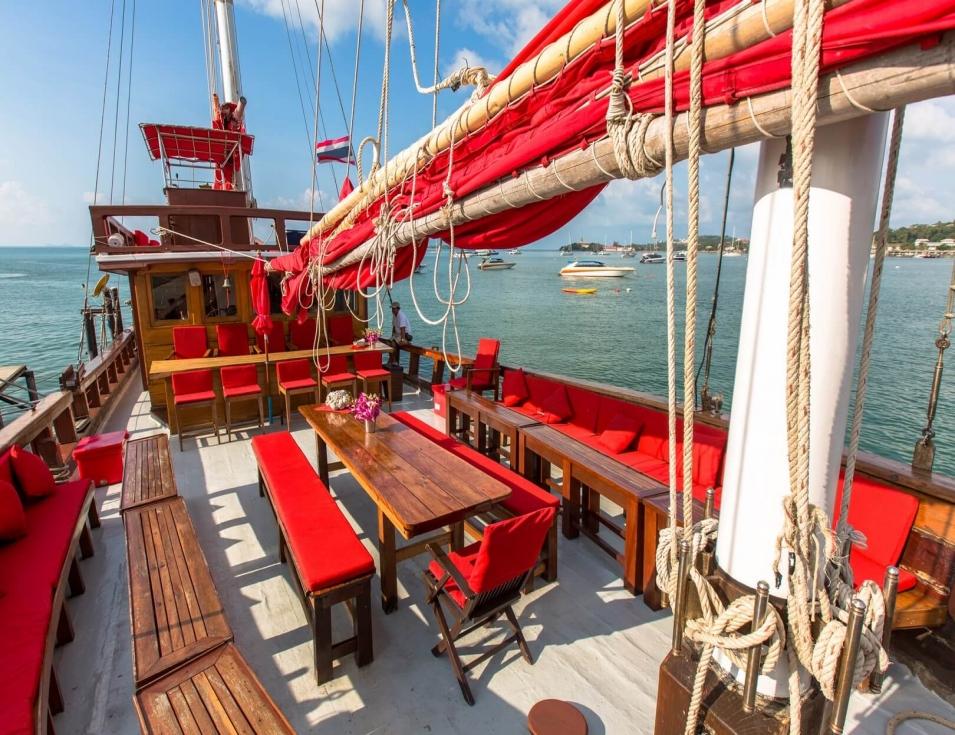 Прогулка к острову Панган на корабле Красный Барон