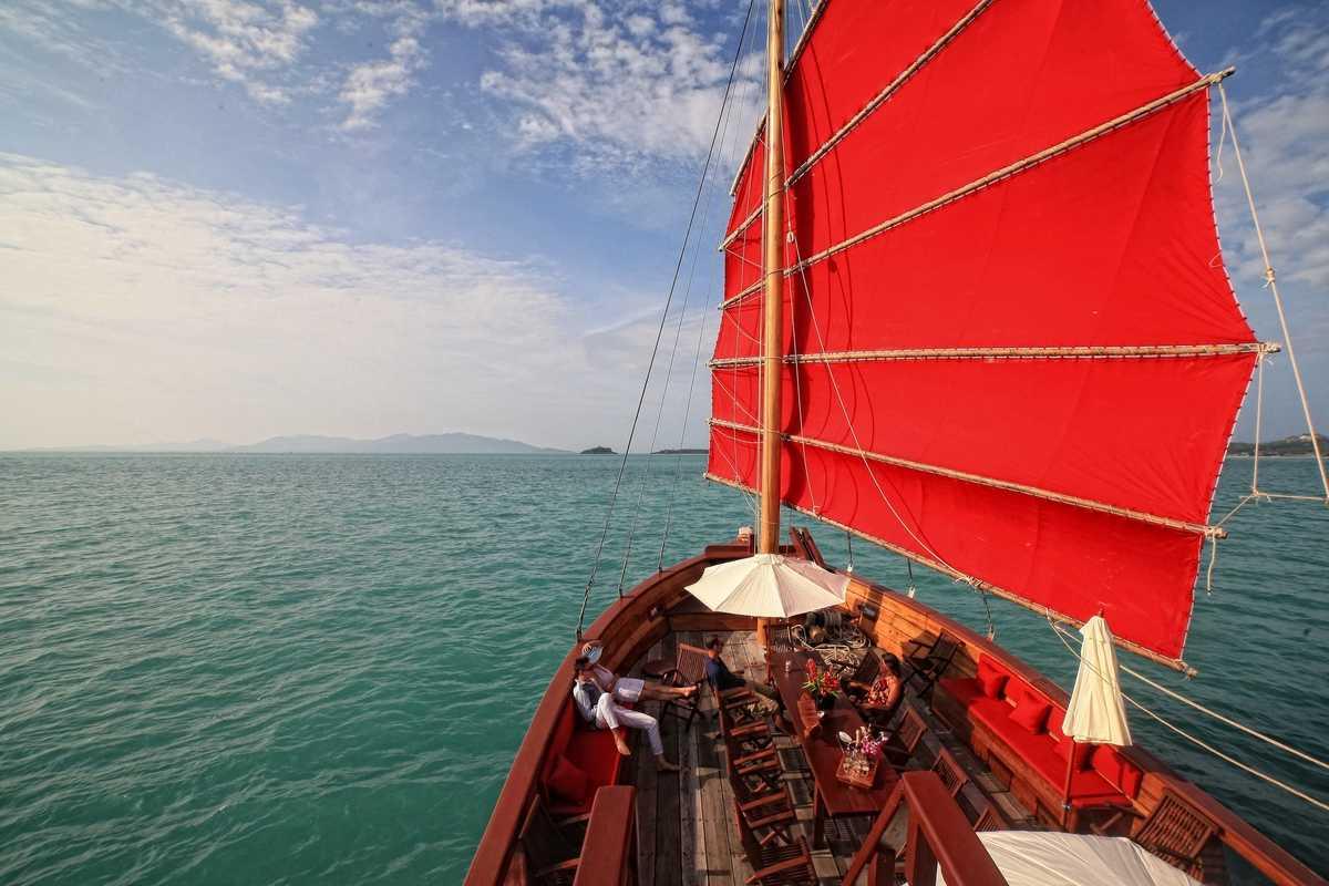 Вокруг острова Самуи на корабле Красный Барон