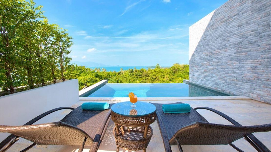 4 bedroom villa with sea views