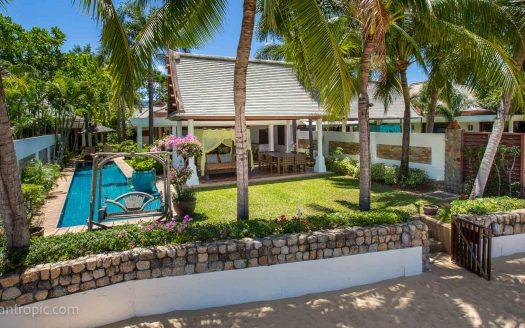 Вилла с 4 спальнями и садом на берегу пляжа Маенам в аренду на Самуи